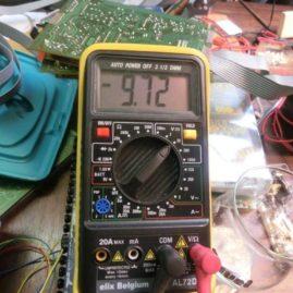 2017-04-04 elektriekers solderen puzzelen en plannen