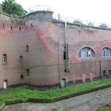 2017-05-30 verweerde muren fort 2